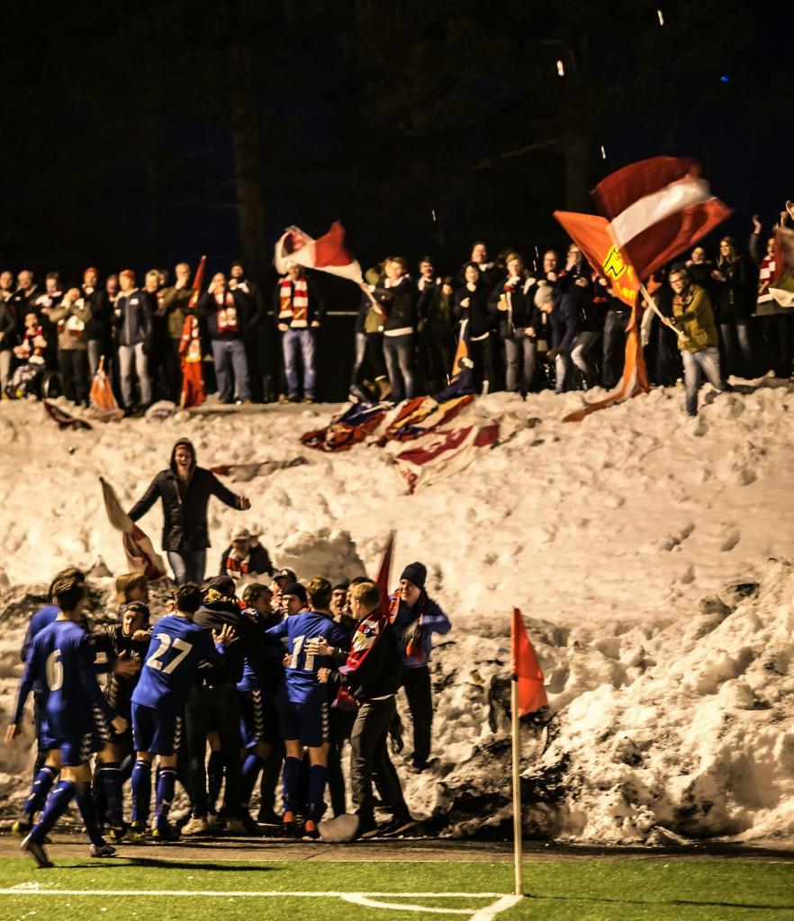 Slik feiret vi scoring mot Konnerud sist. (Foto: Lars Opstad/Kladd.no)